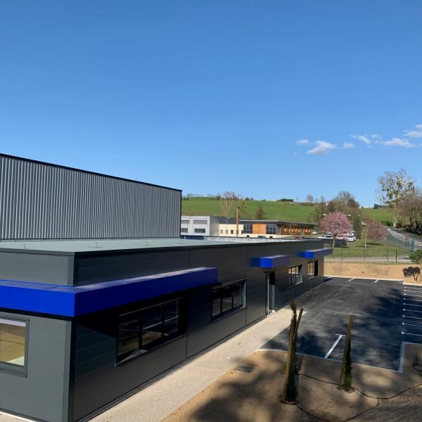 Nous avons le plaisir de vous présenter notre nouvelle usine.