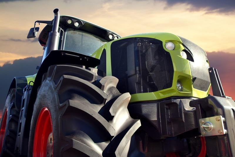 Landwirtschaftliche Geräte und Maschinen